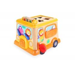 Drewniany autobus edukacyjny